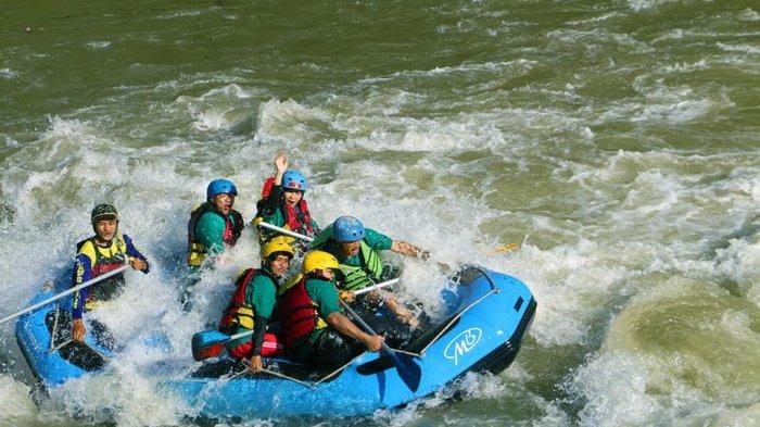 Tag Magelang Rafting Serunya Arung Jeram Sungai Elo Tengah Perjalanan