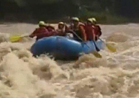 Wisata Arum Jeram Rafting Sungai Elo Magelang Rumah Daun Muda