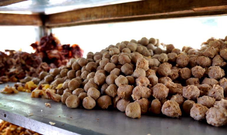 Eatymologist Bakso Kerikil Khas Magelang Taman Badakan Kab