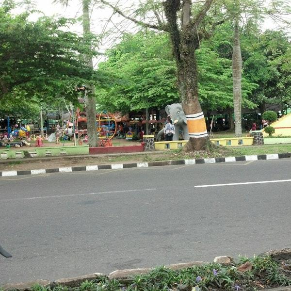 Foto Taman Badakan Kota Magelang Jawa Tengah Diambil Oleh Ayah