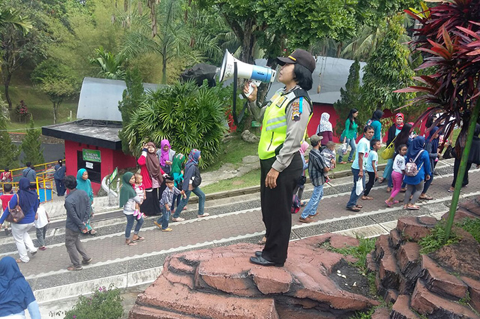 Atas Bebatuan Kasat Binmas Polres Magelang Kota Beri Imbauan Jawa
