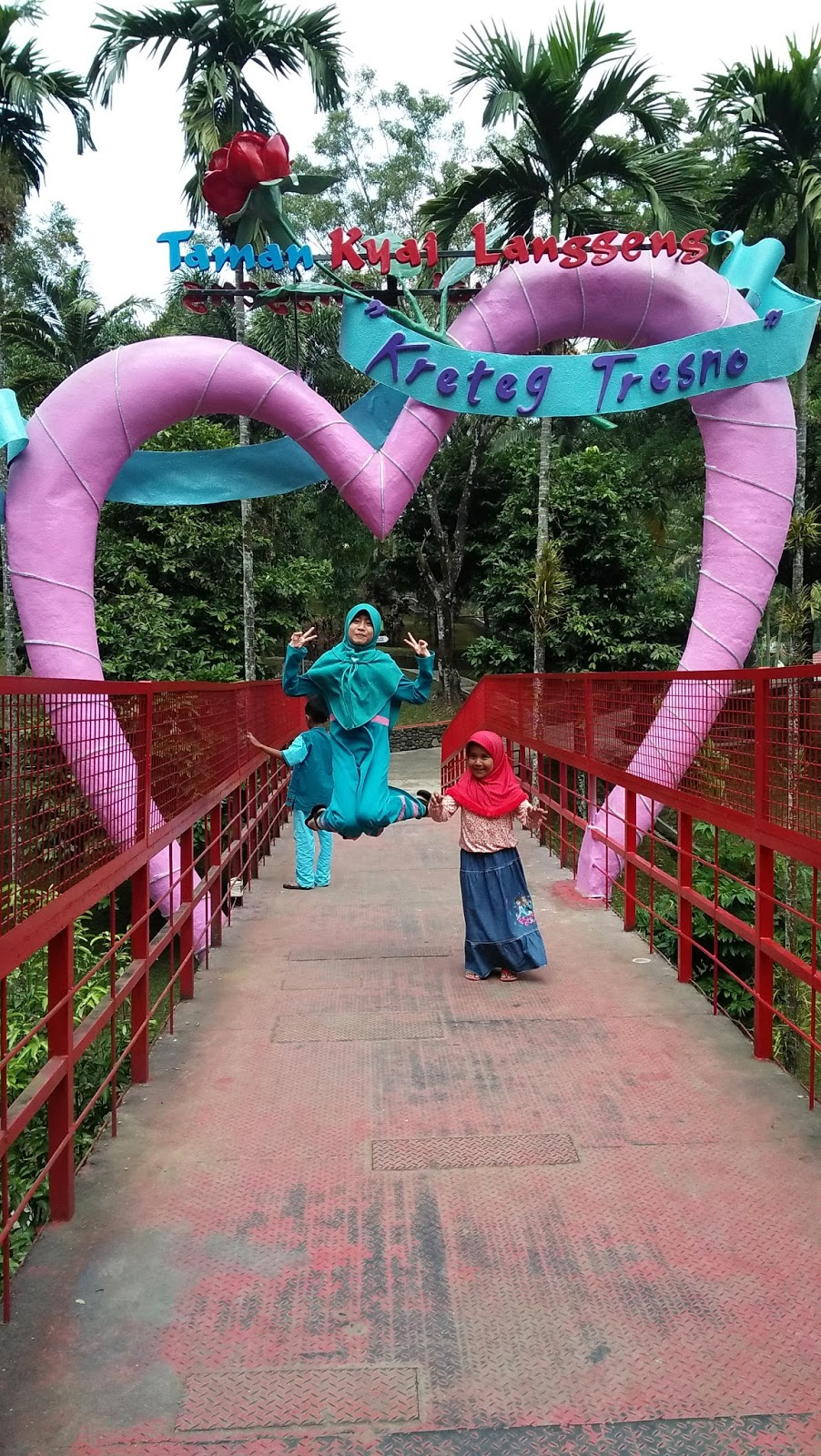 Jembatan Cinta Kreteg Tresno Magelang Taman Wisata Kyai Langgeng Kota