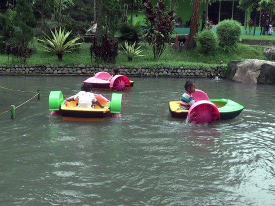 Wahana Hand Boat Taman Kyai Langgeng Kota Magelang Picture Park