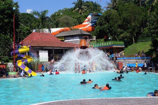 Wahana Kolam Renang Tirto Langgeng Taman Kyai Kota Park Magelang