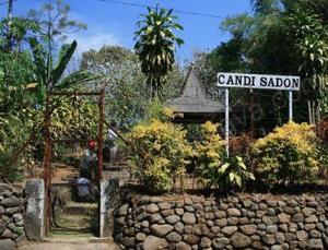 Candi Sadon Reog Mancing Mania Terletak Dusun Desa Cepoko Kecamatan
