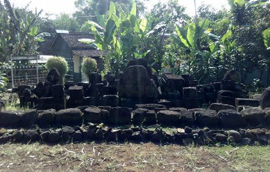 Dahaga Membiru Muda Makalah Antropologi Sejarah Candi Sadon Tampak Depan