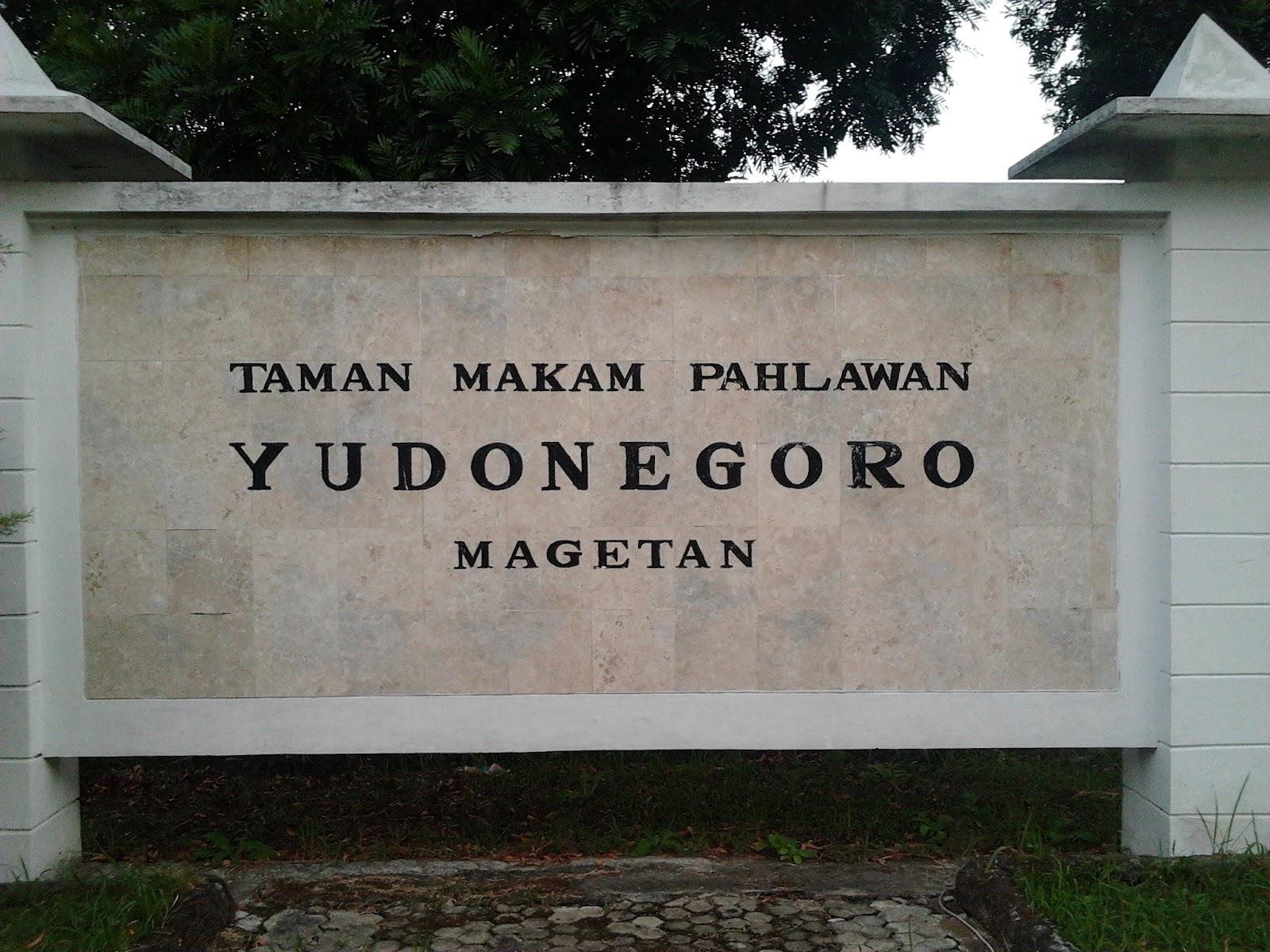 Taman Makam Pahlawan Yudhonegoro Magetan Kolam Renang Tirta Naga Sari
