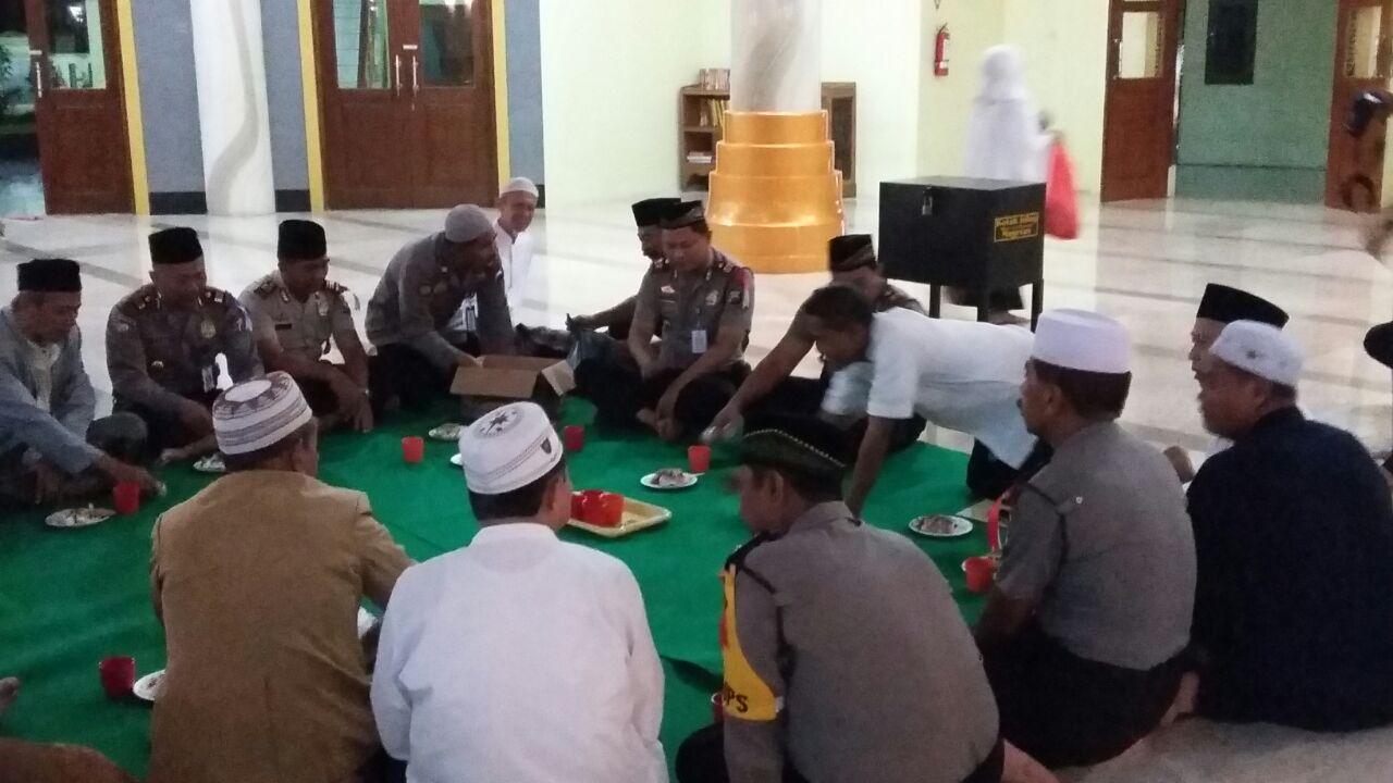 Guyubnya Kapolsek Takmir Masjid Agung Baitussalam Kab Magetan Tribratanews Polres