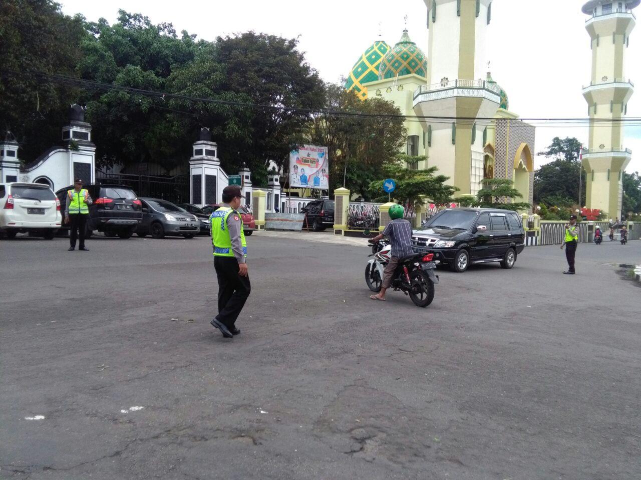 Sholat Jumat Masjid Agung Baitussalam Magetan Diamankan Polisi Ditempat Terpisah