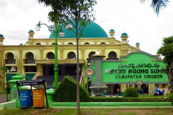 Singgah Masjid Agung Sumber Kabupaten Cirebon Baitussalam Kab Magetan