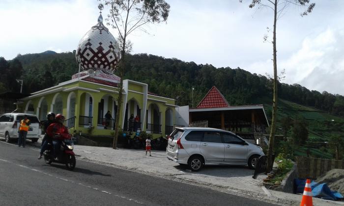 Nur Masjid Akhlakul Karimah Kab Magetan