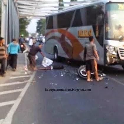 Kecelakaan Bus Mira Satria Fu Jembatan Maospati Lintas Berita Magetan