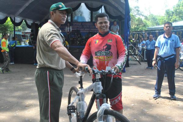 Menperingati Hut 71 Tni Madiun Mengadakan Fun Bike Paradigma Bangsa
