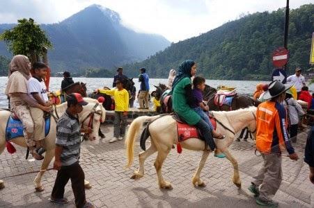 Menikmati Pesona Keindahan Telaga Sarangan Magetan Wisata Indonesia Berkuda Taman