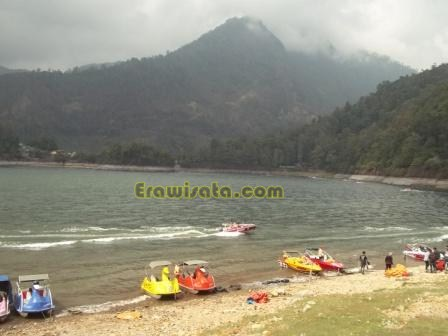 Telaga Sarangan Pasir Alami Lereng Gunung Lawu Wisata Perahu Becak