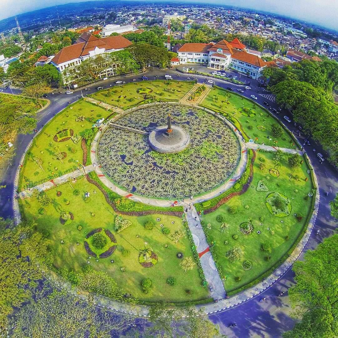 Alun Tugu Balai Kota Malang Jawa Timur Pinterest Kab