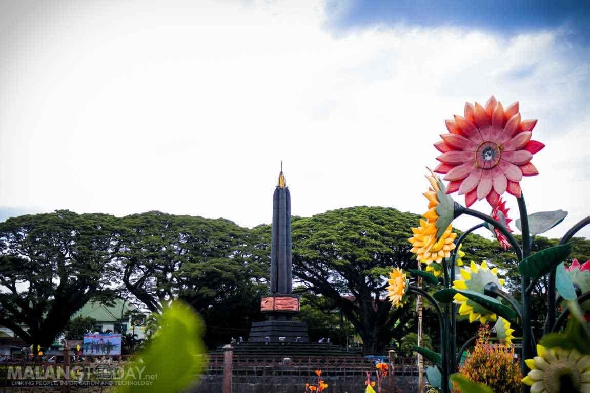 Benarkah Pucuk Monumen Tugu Kota Malang Terdapat Emas Alun Balai