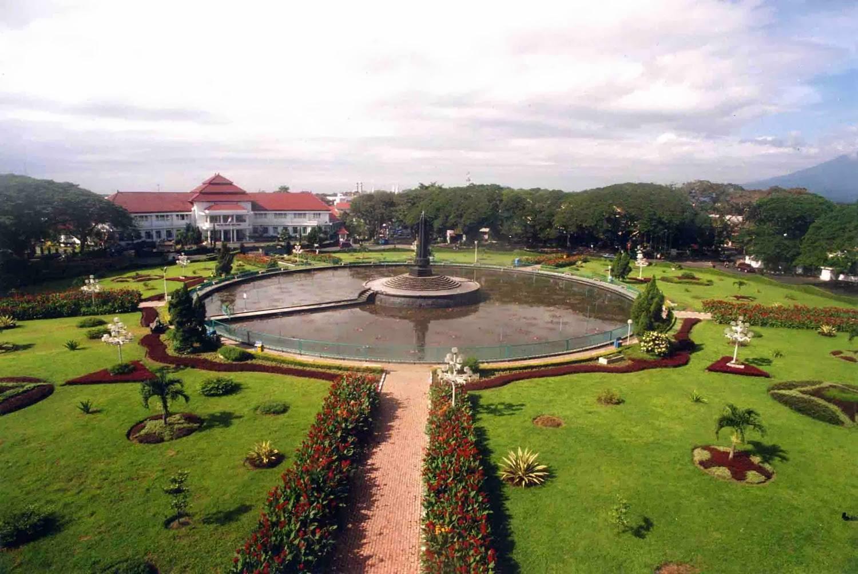 Mengisi Liburan Kota Malang Batu Enaknya Alun Tugu Balai Kab
