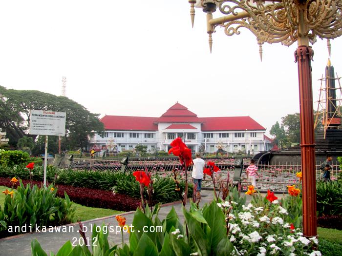 Penikmat Perjalanan 2012 Jalan Pagi Berlanjut Menyusuri Taman Salah Satu