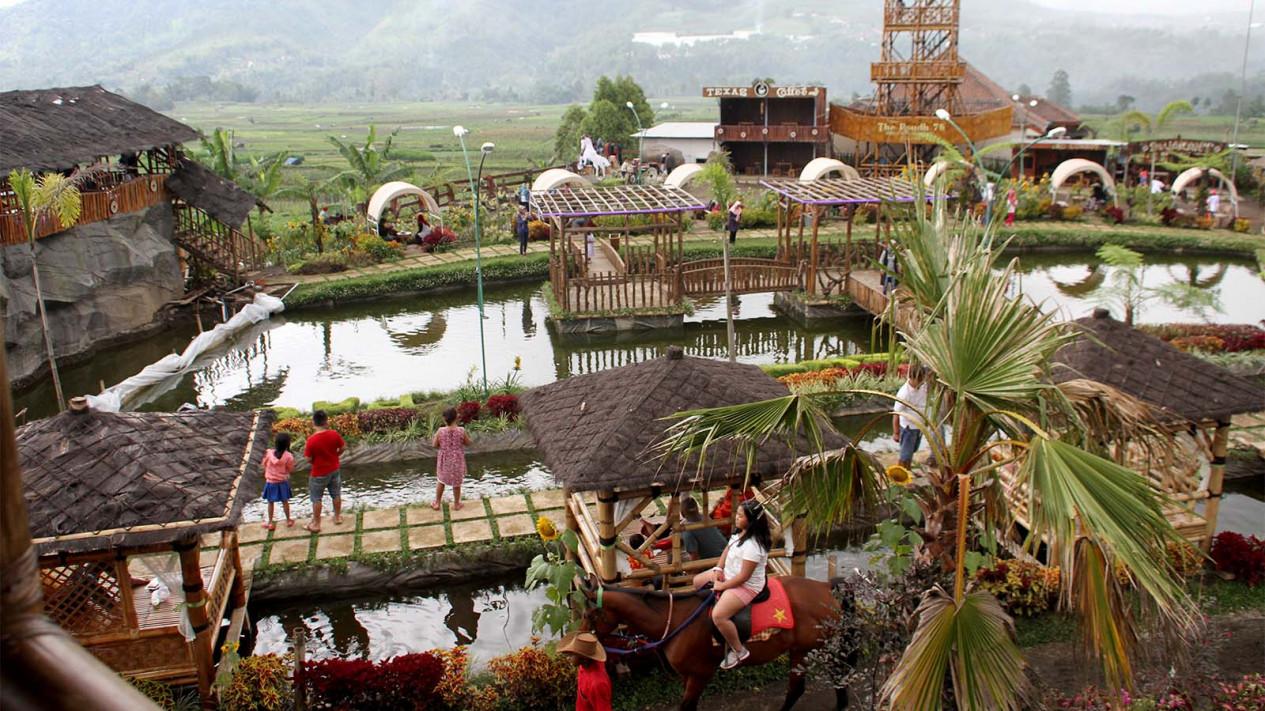 Keindahan Desa Wisata Pujon Kidul Malang Viva Wisatawan Menikmati Suasana