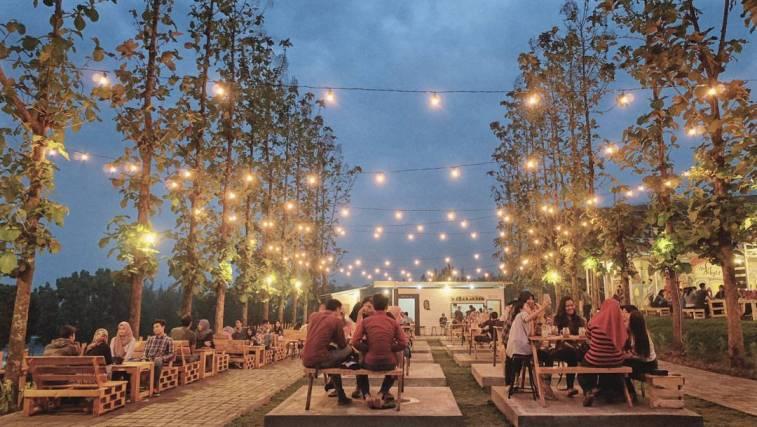 Limakaki Lima Cafe Malang Berkonsep Outdoor Pemandangan Bukit Delight Salah