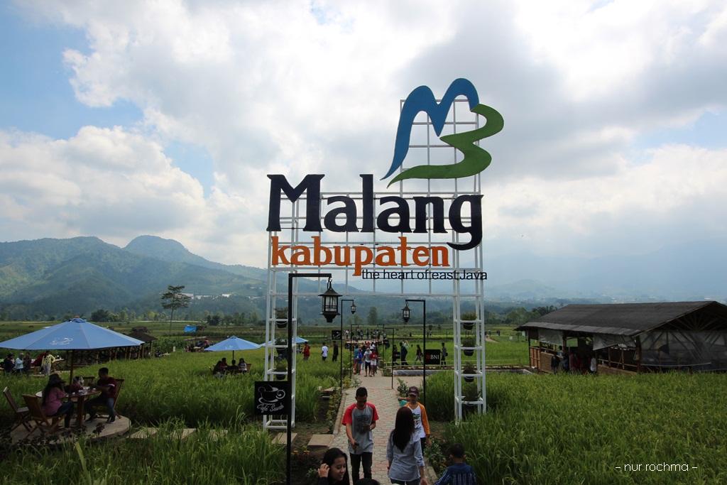 Lovely Mom Cafe Sawah Desa Wisata Pujon Kidul Malang Terletak