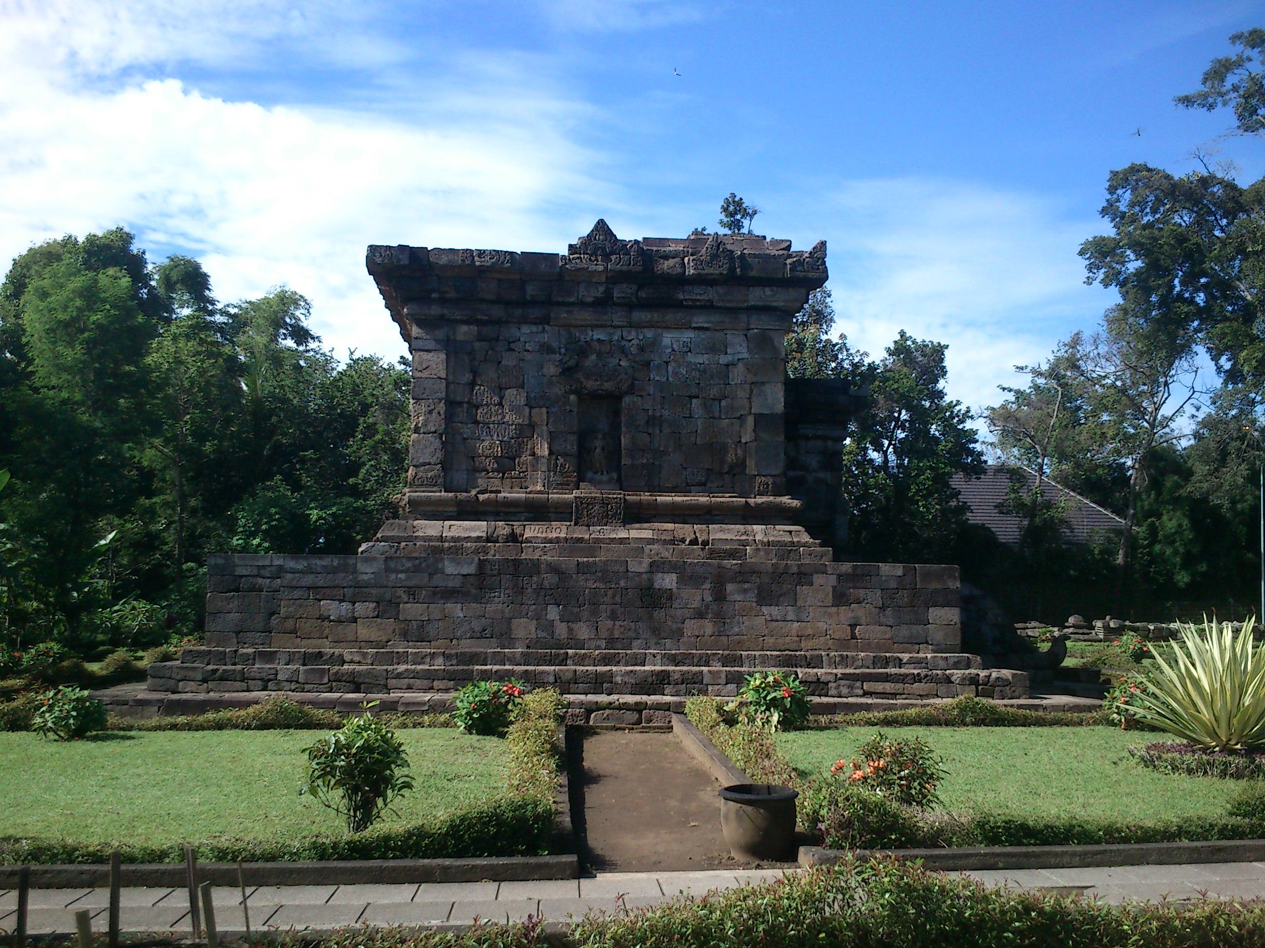Menelusuri Situs Purbakala Kota Malang Perjalanan Hati Nyaris Tak Terlihat