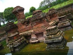 Mengunjungi Candi Badut Sarat Sejarah Panduan Wisata Surabaya Tangga Menuju