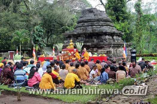 Candi Sumberawan Kab Malang Diminati Wisatawan Harian Umat Budha Menggelar