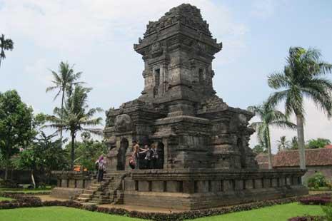 Wisata Purbakaladi Malang Raya Sidodaditourtravel Candi Singosari Kab