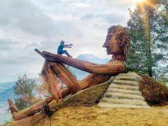 Kampung Enam Wajak Pesaing Hutan Pinus Semeru Ngalam Bercengkrama Patung