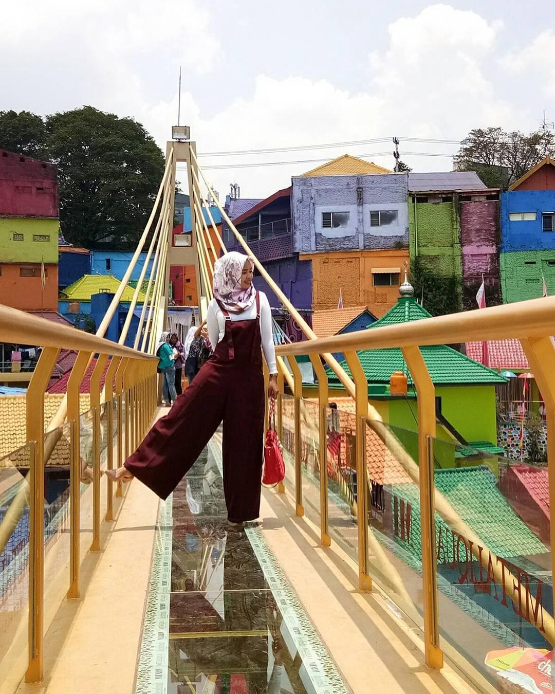Kampung Warna Warni Jodipan Malang Punya Jembatan Kaca Unik Instagramable