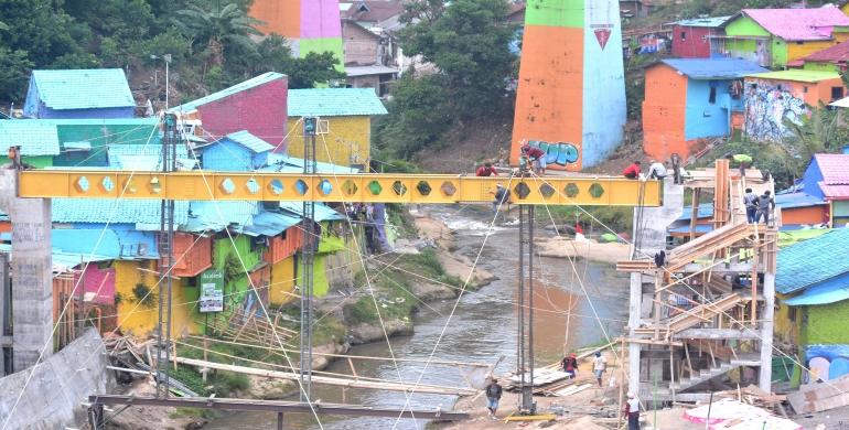 Kampung Warna Warni Tridi Segera Sambung Jembatan Kaca Jodipan Kab