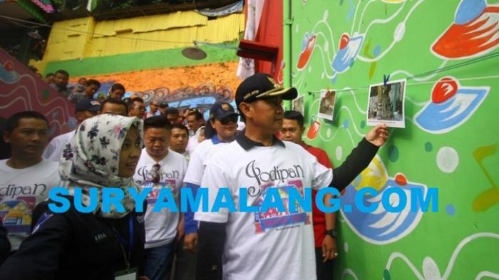 Pemkot Malang Kementerian Esdm Pasang Lampu Tenaga Surya Kota Kampung