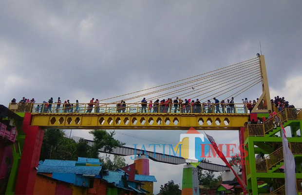 Seram Banjir Terjang Kampung Warna Warni Jodipan Berikut Videonya Jembatan
