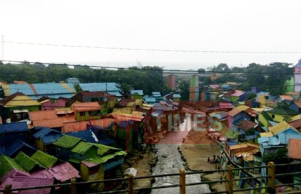 Wisata Dua Hari Peletakan Batu Pertama Pembangunan Jembatan Kampung Warna
