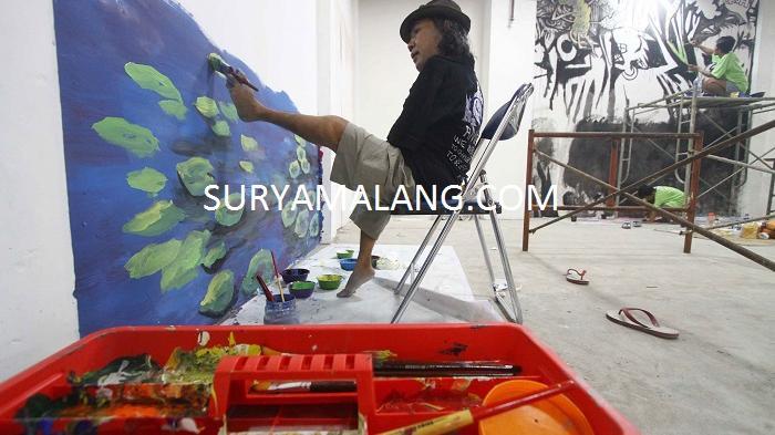 Asyiknya Melukis Mural Matos Pelukis Kaki Kapling Keluarga Kab Malang