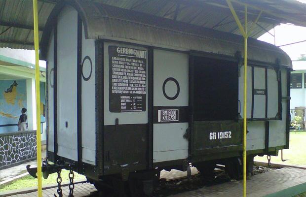 Hiburan Gerbong Kereta Gr 10152 Penuh Cerita Pilu Maut Menewaskan