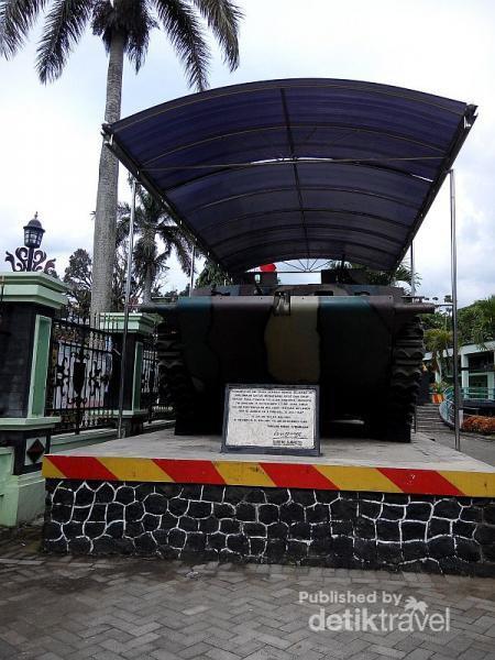 Keliling Seru Malang Aneka Transportasinya Penumpang Bus Macyto Suka Berfoto