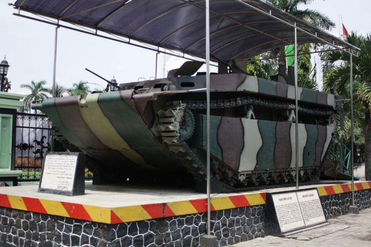 Malang Merdeka Kisah Haru Pelajar Balik Kokohnya Tank Amfibi Museum
