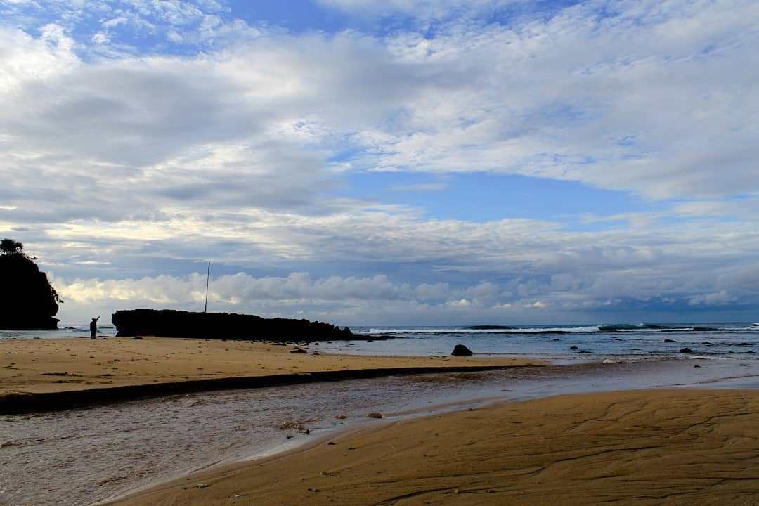 10 Kegiatan Seru Pantai Balekambang Kabupaten Malang Sunrise Dolan Dolen