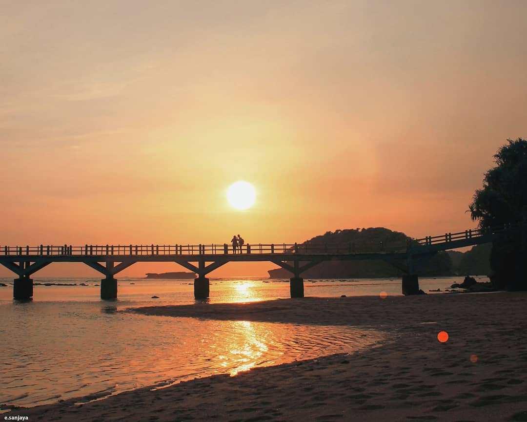 10 Kegiatan Seru Pantai Balekambang Kabupaten Malang Sunset Dolan Dolen