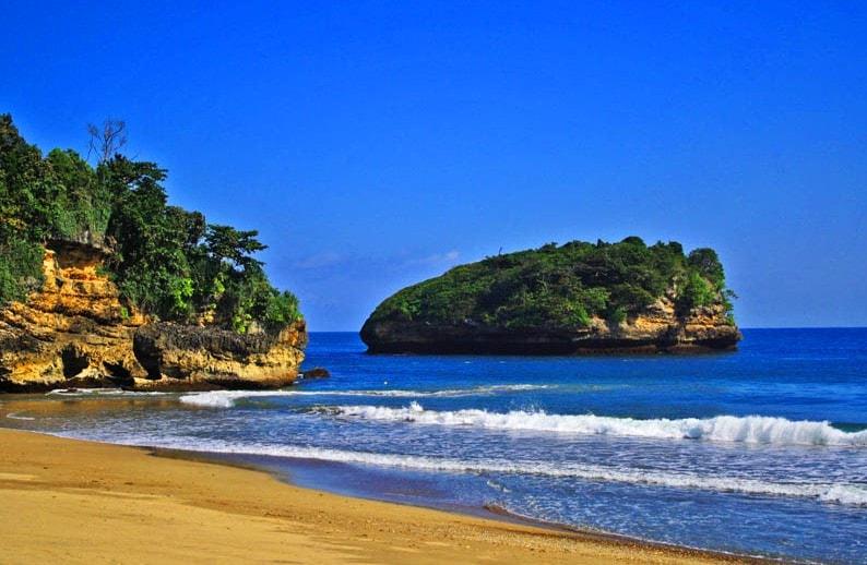 18 Wisata Pantai Malang Selatan Terpopuler Tanya Balekambang Kab