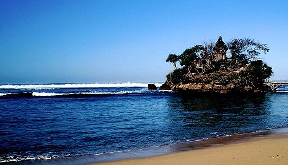 Asyiknya Berwisata Pantai Balekambang Malang Eksotis Merahputih Kab