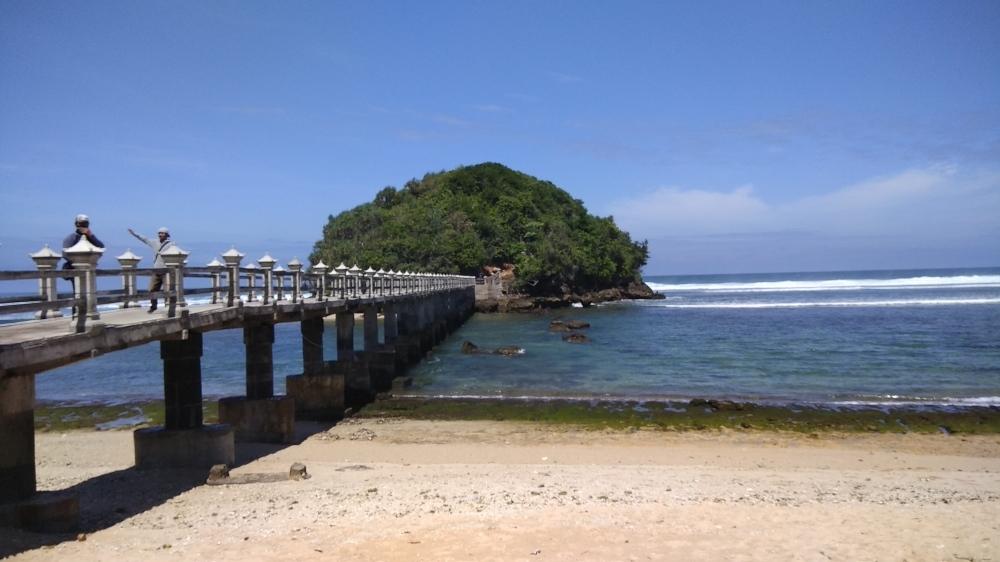 Lahir Bulan Agustus Gratis Masuk Pantai Balekambang Malangvoice Jembatan Panjang