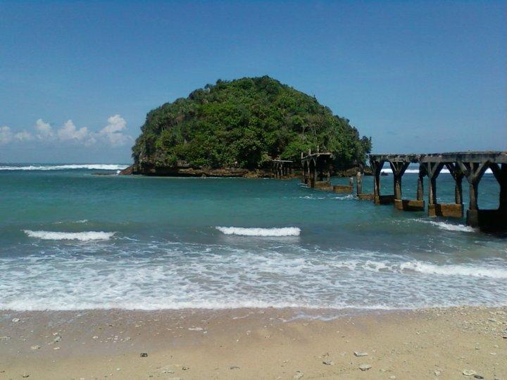 Malang Lokasinya Terpencil Pantai Selatan Kabupaten Terbaik Sampai Balekambang Menyewa