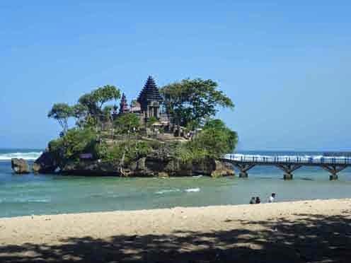 Objek Wisata Pantai Balekambang Malang Sebuah Pesisir Selatan Provinsi Jawa