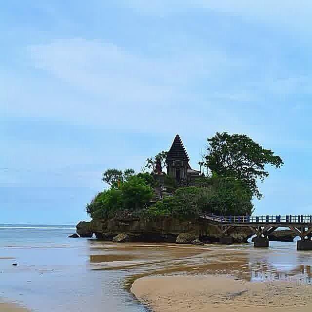 Pantai Balekambang Kabupaten Malang Bagian Selatan Membutuhkan Lebih Kurang 2