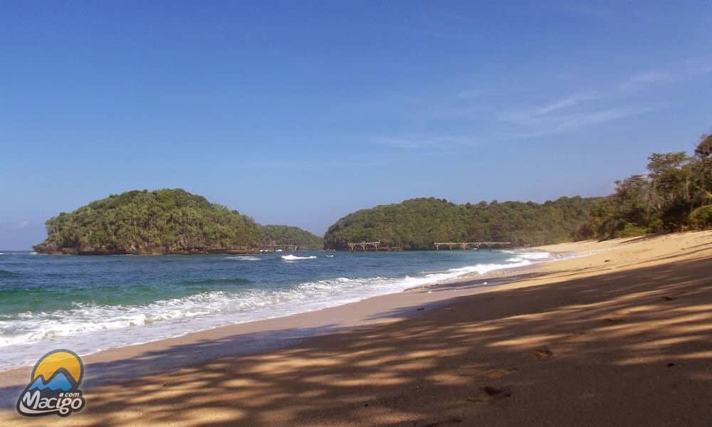 Pantai Balekambang Macigo Malang Dusun Sumber Jambe Kecamatan Bantur Kabupaten