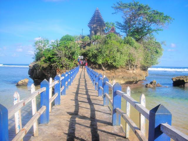 Pantai Balekambang Malang Pura Tepi Mirip Terletak Desa Srigonco Kecamatan